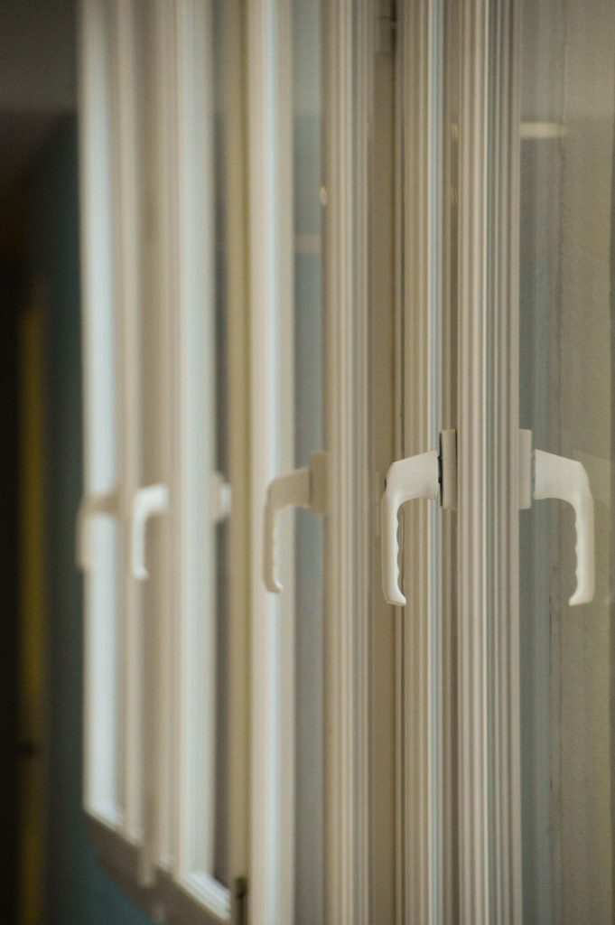 Fenêtre avec châssis PVC